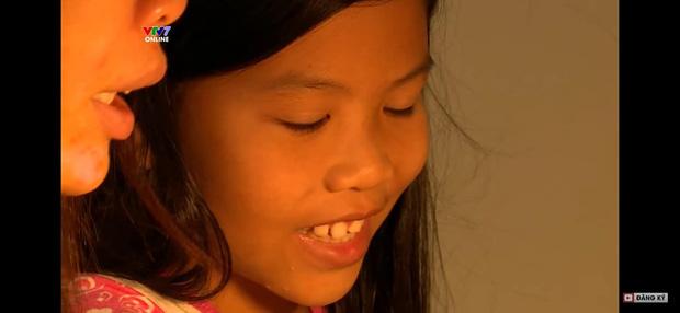 Bị đánh mắng suốt ngày, cô bé 10 tuổi quay clip uất hận: Mẹ tôi là một người độc ác, tôi muốn tìm mẹ ruột, mẹ chỉ thương em trai-16