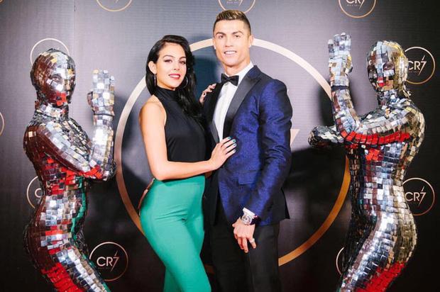 Cũng tài tình như Duy Mạnh, Ronaldo chọn đúng ngày đầu năm để bày tỏ với bạn gái, nhận ngay cơn mưa thả tim từ dân mạng-4