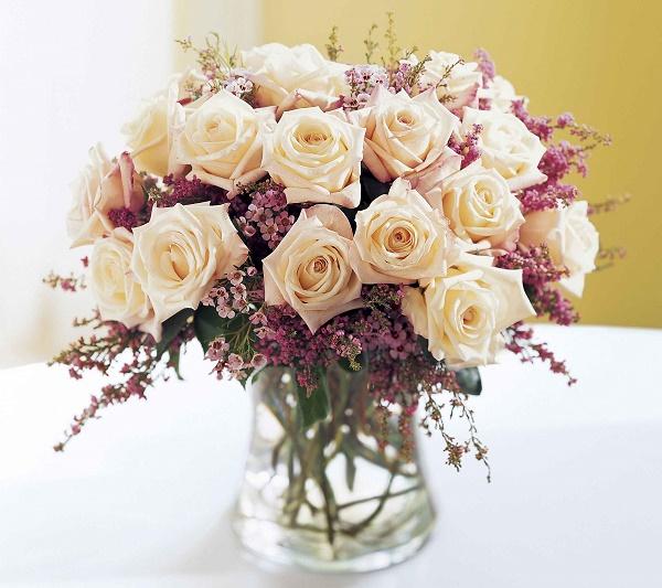 Bật mí cách cắm hoa cả tuần vẫn tươi như mới nhờ nguyên liệu không ai ngờ tới này-1