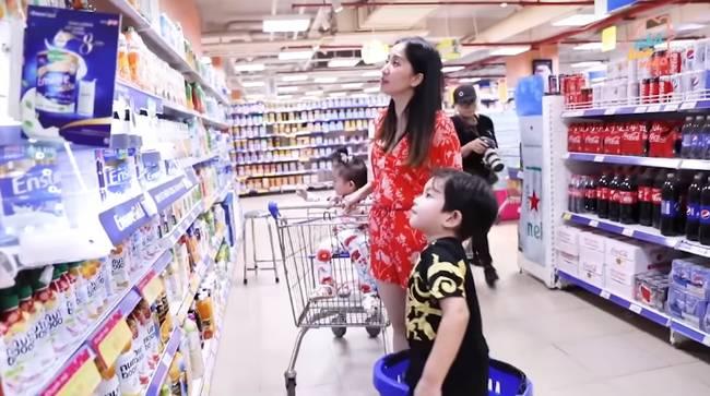 Khánh Thi bật mí tuyệt chiêu tảng lờ khi con trai đòi mua đồ ở siêu thị nhưng câu nịnh ngọt ngào của Kubi mới chiếm spotlight-3