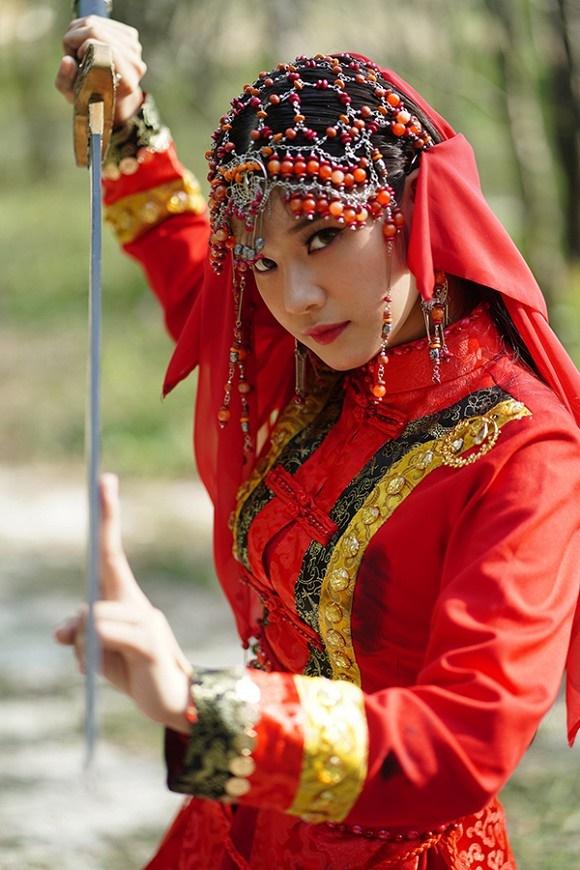 Khoe sắc với bộ ảnh cổ trang, Hoàng Yến Chibi gây tranh luận là đang hóa Tiểu Yến Tử hay Hàm Hương-1
