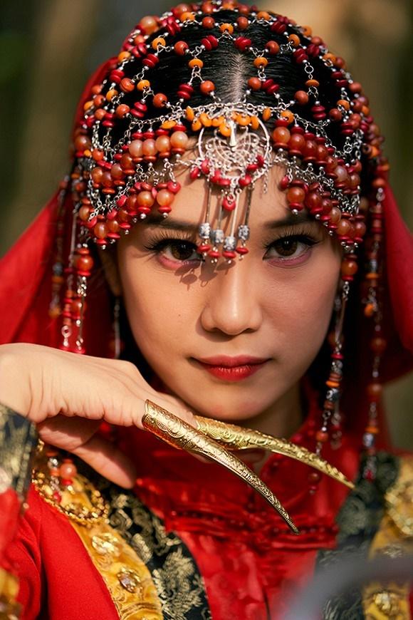 Khoe sắc với bộ ảnh cổ trang, Hoàng Yến Chibi gây tranh luận là đang hóa Tiểu Yến Tử hay Hàm Hương-9