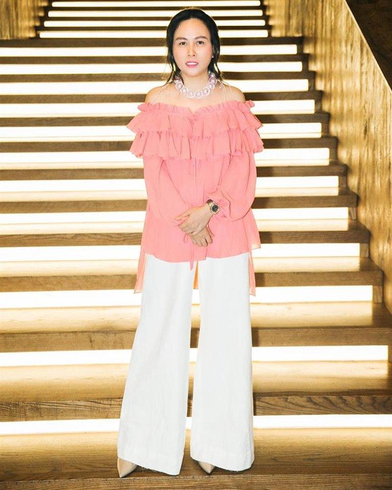 Sắc hồng ngọt ngào là thế mà hễ Phượng Chanel mặc là y như rằng bầu trời thời trang sụp đổ-5