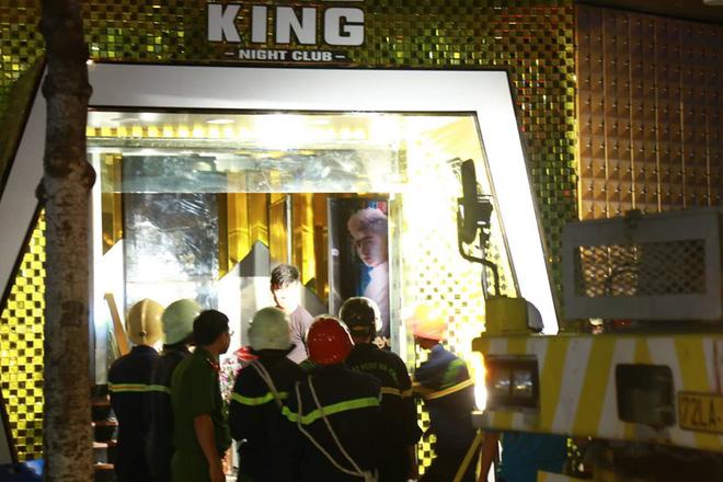 Sập trong vũ trường King Night Club: Đã đưa được thi thể nạn nhân ra ngoài-10