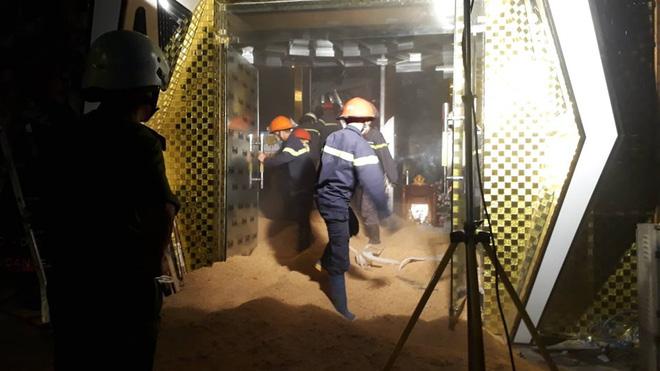Sập trong vũ trường King Night Club: Đã đưa được thi thể nạn nhân ra ngoài-15
