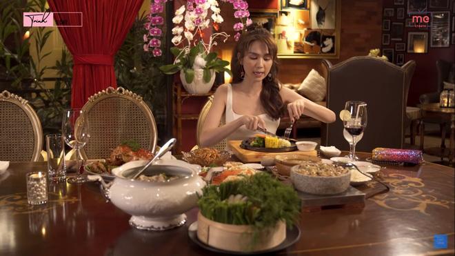 Ngọc Trinh gây sửng sốt khi một mình ăn bữa ăn gần 20 triệu, mỗi món chỉ gắp vài miếng-3
