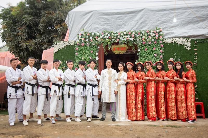 Đội bê tráp mặc trang phục võ thuật trong đám hỏi xứ Nghệ gây sốt-2