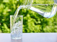 Những cách uống nước 'hủy diệt' gan thận, nhiều người Việt đang làm hàng ngày