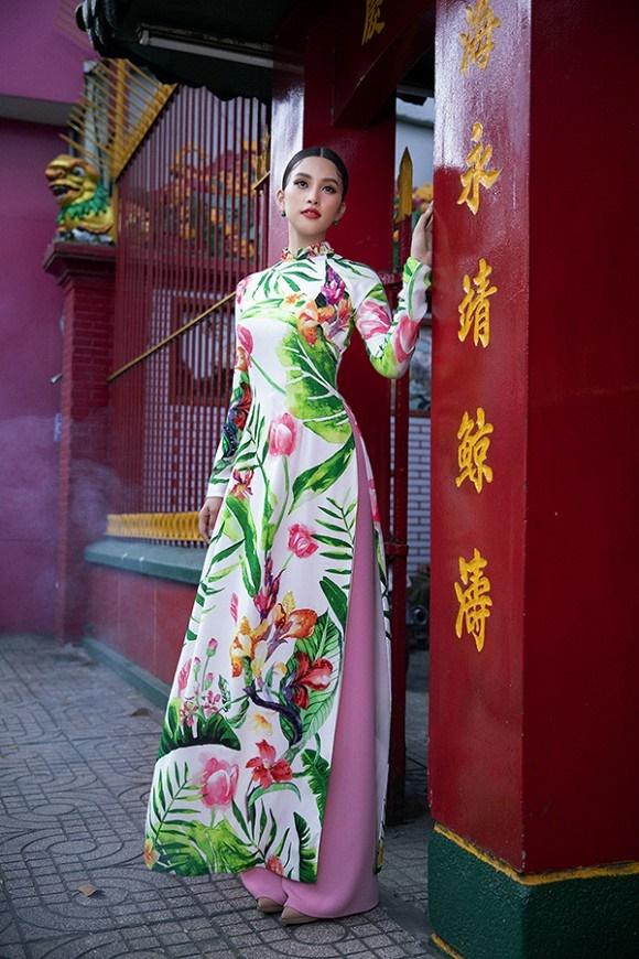 Chuẩn gương mặt đẹp nhất năm, Tiểu Vy lại tung bộ ảnh mới trong trang phục truyền thống-6