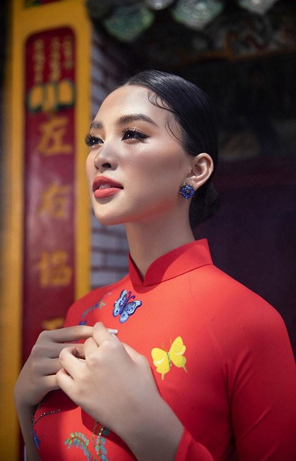 Chuẩn gương mặt đẹp nhất năm, Tiểu Vy lại tung bộ ảnh mới trong trang phục truyền thống-14
