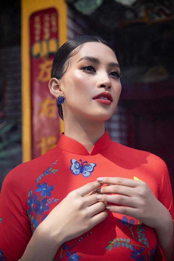 Chuẩn gương mặt đẹp nhất năm, Tiểu Vy lại tung bộ ảnh mới trong trang phục truyền thống-15