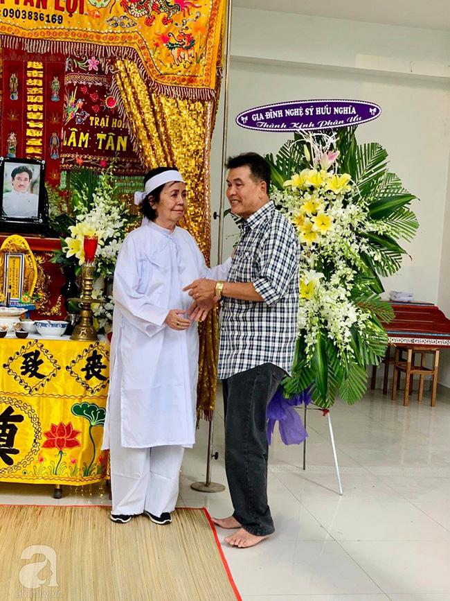 Đám tang NSƯT Nguyễn Chánh Tín: Vợ khóc ngất bên linh cữu chồng-1