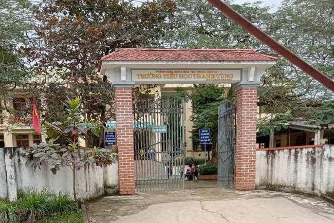Giáo viên ở Nghệ An bỏ quên học sinh trong nhà vệ sinh, 2 tiếng sau gia đình đến đón mới ngỡ ngàng phát hiện sự việc-1