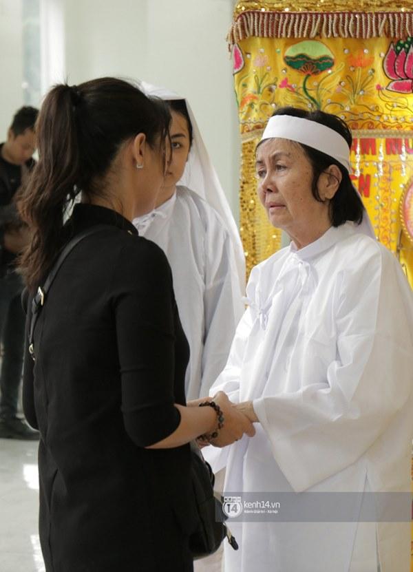 Những giọt nước mắt rơi trong lễ tang nghệ sĩ Nguyễn Chánh Tín: Tuần trước anh còn rủ đi nhậu, vậy mà giờ không còn-3