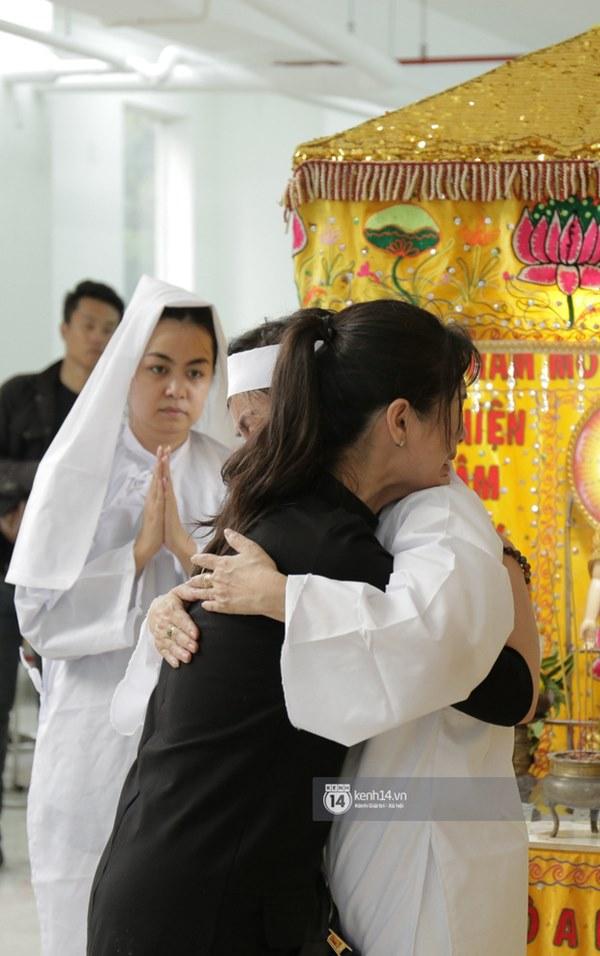 Những giọt nước mắt rơi trong lễ tang nghệ sĩ Nguyễn Chánh Tín: Tuần trước anh còn rủ đi nhậu, vậy mà giờ không còn-4