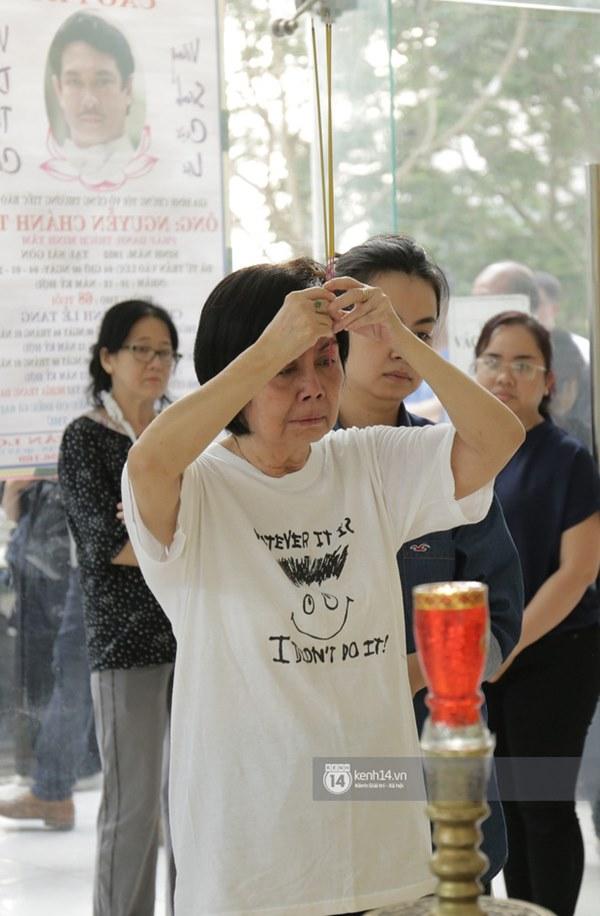 Những giọt nước mắt rơi trong lễ tang nghệ sĩ Nguyễn Chánh Tín: Tuần trước anh còn rủ đi nhậu, vậy mà giờ không còn-9