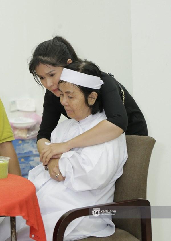 Những giọt nước mắt rơi trong lễ tang nghệ sĩ Nguyễn Chánh Tín: Tuần trước anh còn rủ đi nhậu, vậy mà giờ không còn-11
