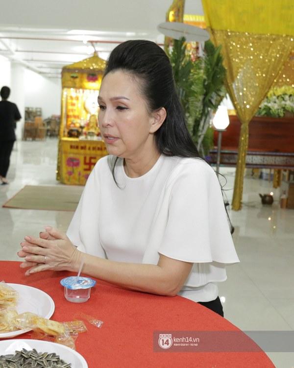 Những giọt nước mắt rơi trong lễ tang nghệ sĩ Nguyễn Chánh Tín: Tuần trước anh còn rủ đi nhậu, vậy mà giờ không còn-12