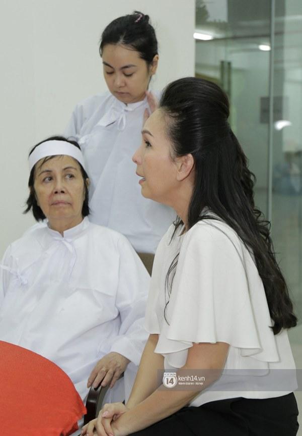 Những giọt nước mắt rơi trong lễ tang nghệ sĩ Nguyễn Chánh Tín: Tuần trước anh còn rủ đi nhậu, vậy mà giờ không còn-13