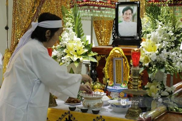 Những giọt nước mắt rơi trong lễ tang nghệ sĩ Nguyễn Chánh Tín: Tuần trước anh còn rủ đi nhậu, vậy mà giờ không còn-16