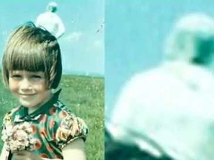 Chụp ảnh cho con gái trên bãi cỏ, người cha giật mình khi phát hiện bóng người trắng bí ẩn ngay phía sau, hơn 50 năm vẫn không ai lý giải nổi