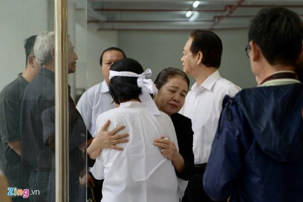 Nguyên Thủ tướng Nguyễn Tấn Dũng đến viếng nghệ sĩ Chánh Tín-2