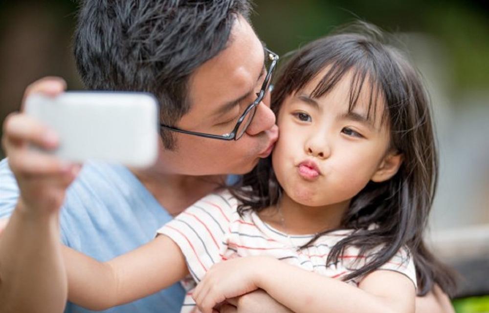 Mẹ kiên quyết đòi ly hôn vì bố có những hành động quá thân mật với… con gái 12 tuổi-2