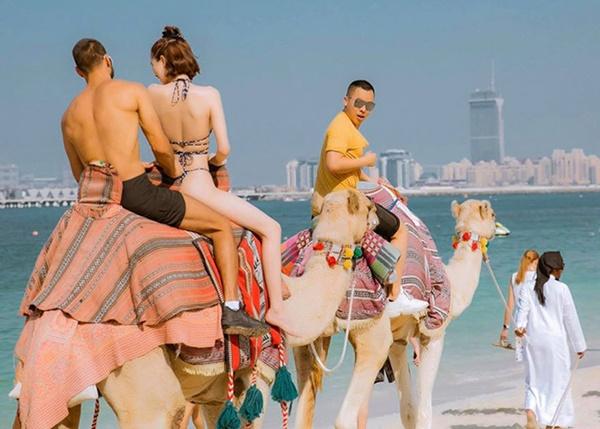 Ngọc Trinh diện bikini dạo biển Dubai-4