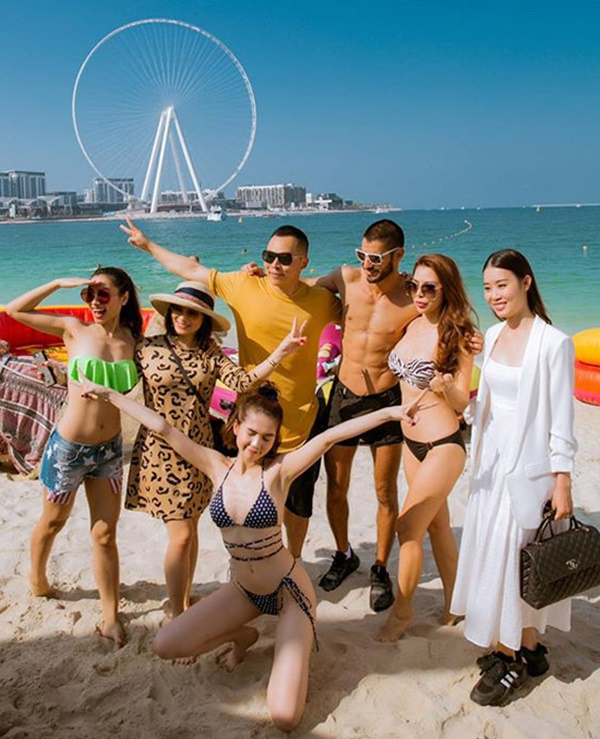 Ngọc Trinh diện bikini dạo biển Dubai-10