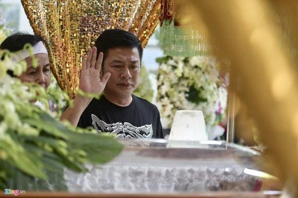 Chi Bảo, Vân Sơn và dàn nghệ sĩ đến viếng NSƯT Chánh Tín-5