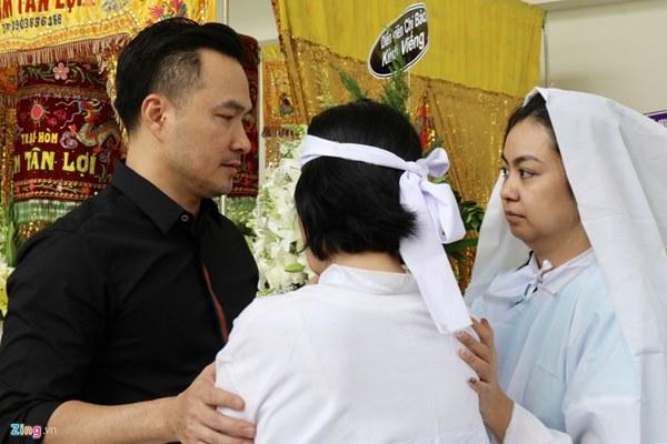 Chi Bảo, Vân Sơn và dàn nghệ sĩ đến viếng NSƯT Chánh Tín-7