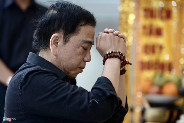 Chi Bảo, Vân Sơn và dàn nghệ sĩ đến viếng NSƯT Chánh Tín-8