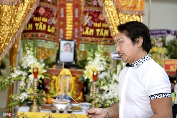 Chi Bảo, Vân Sơn và dàn nghệ sĩ đến viếng NSƯT Chánh Tín-10