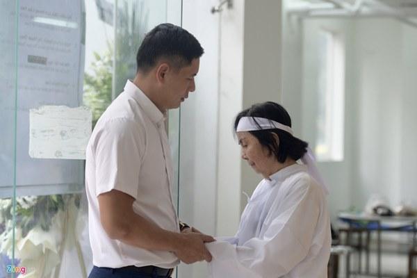 Chi Bảo, Vân Sơn và dàn nghệ sĩ đến viếng NSƯT Chánh Tín-12