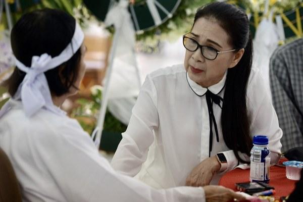 Chi Bảo, Vân Sơn và dàn nghệ sĩ đến viếng NSƯT Chánh Tín-13