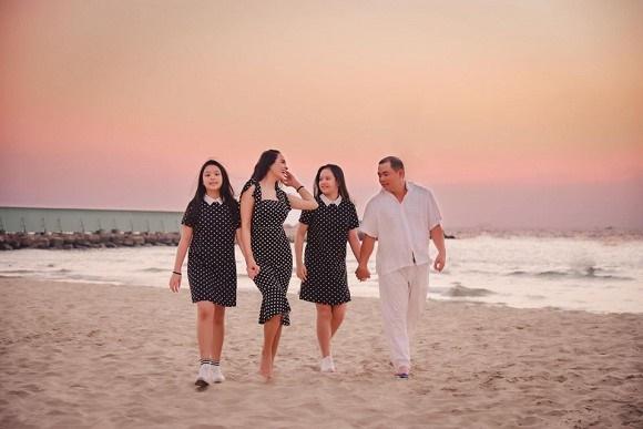 Vợ chồng Thuý Hạnh cùng hai con ngắm hoàng hôn ở Phú Quốc-5