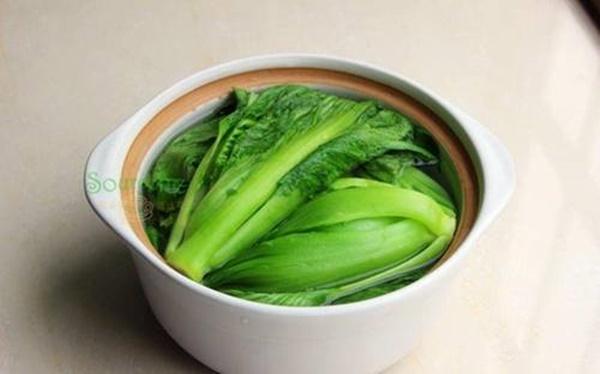 Mùa rau cải muối dưa chua theo cách này sẽ vàng ruộm thơm ngon, để lâu không lo khú hỏng-6