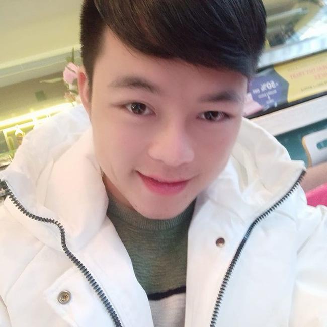 Chồng cô dâu 62 tuổi ở Cao Bằng gây sốc với diện mạo như trai Hàn Quốc sau khi phẫu thuật thẩm mỹ-2