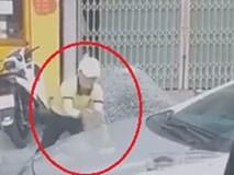 Người đàn ông cầm đá đập ôtô vì bị chiếm chỗ đỗ xe