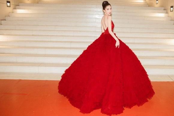 Ngọc Trinh diện đầm đỏ nóng bỏng, lộng lẫy như bà hoàng-3