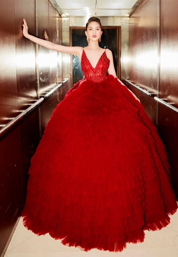 Ngọc Trinh diện đầm đỏ nóng bỏng, lộng lẫy như bà hoàng-5