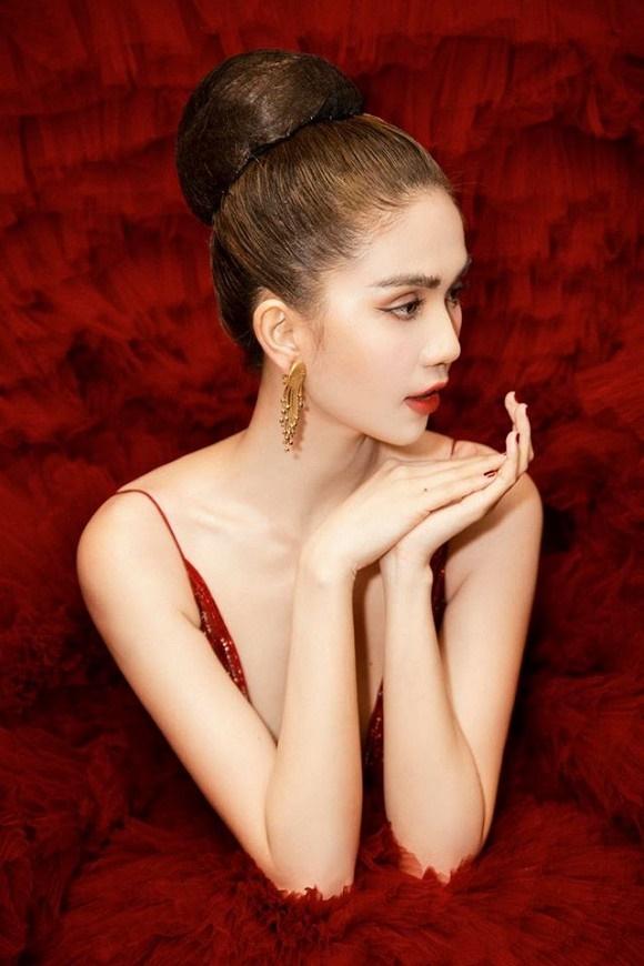 Ngọc Trinh diện đầm đỏ nóng bỏng, lộng lẫy như bà hoàng-6