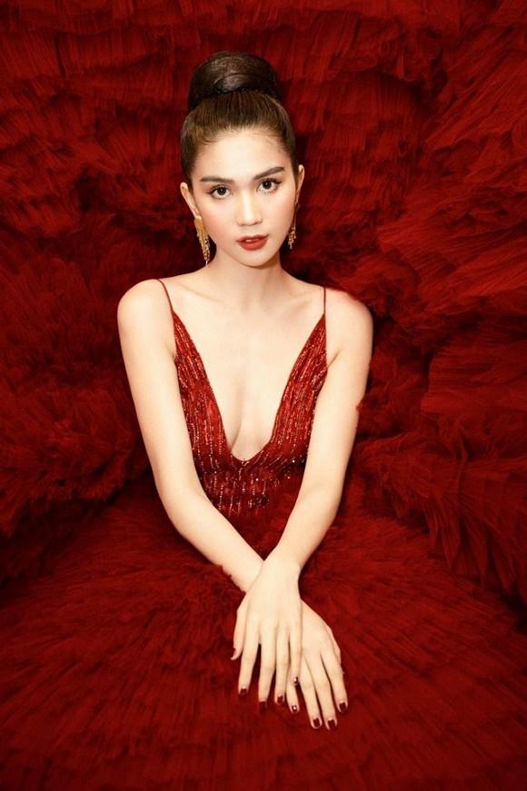 Ngọc Trinh diện đầm đỏ nóng bỏng, lộng lẫy như bà hoàng-9
