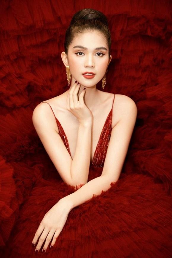 Ngọc Trinh diện đầm đỏ nóng bỏng, lộng lẫy như bà hoàng-10