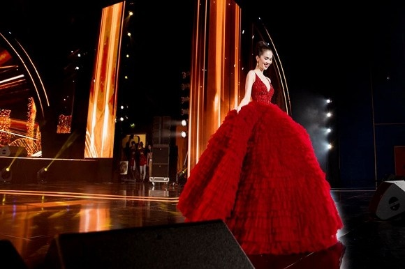 Ngọc Trinh diện đầm đỏ nóng bỏng, lộng lẫy như bà hoàng-11