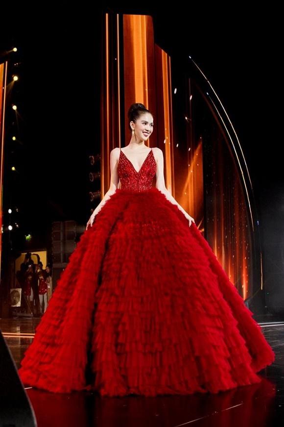 Ngọc Trinh diện đầm đỏ nóng bỏng, lộng lẫy như bà hoàng-12