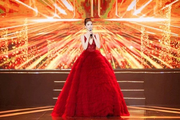 Ngọc Trinh diện đầm đỏ nóng bỏng, lộng lẫy như bà hoàng-14