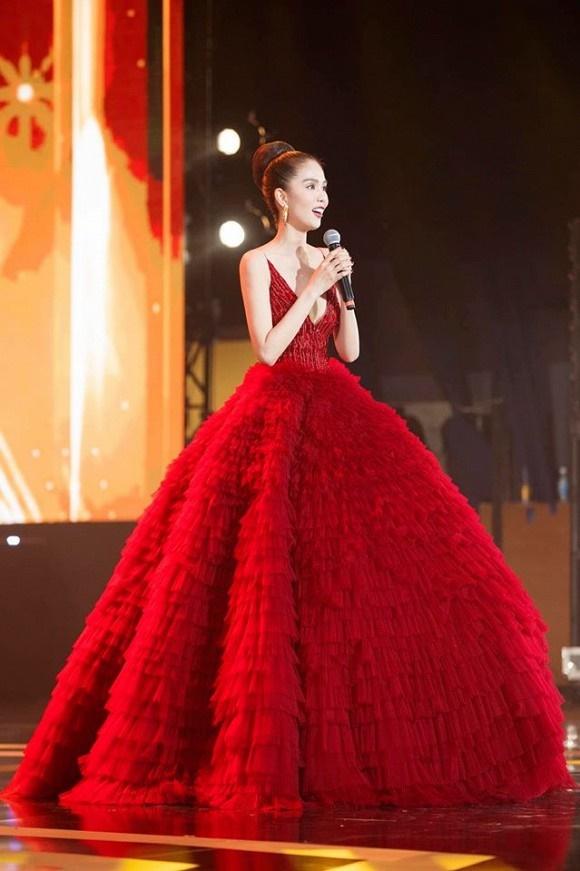 Ngọc Trinh diện đầm đỏ nóng bỏng, lộng lẫy như bà hoàng-15