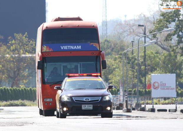 U23 Việt Nam được cảnh sát Hoàng gia Thái Lan bảo vệ cực nghiêm khi tới Buriram-1