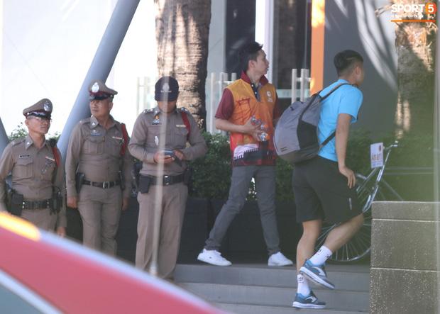 U23 Việt Nam được cảnh sát Hoàng gia Thái Lan bảo vệ cực nghiêm khi tới Buriram-5
